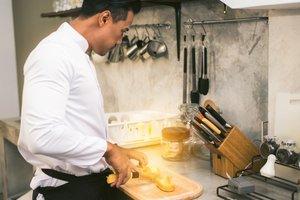 KEUKEN  - Initiatie warme keuken   Dinsdagavond 18u30 tot 22u10 (semestercursus)  - € 120 +€ 160 ingrediënten   Locatie Maasmechelen