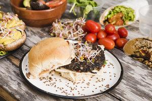 KEUKEN  Jaar 1 - Veggies voor beginners    Woensdagavond 18u30 tot 22u10  - € 180 +€ 160 ingrediënten   Locatie Maasmechelen